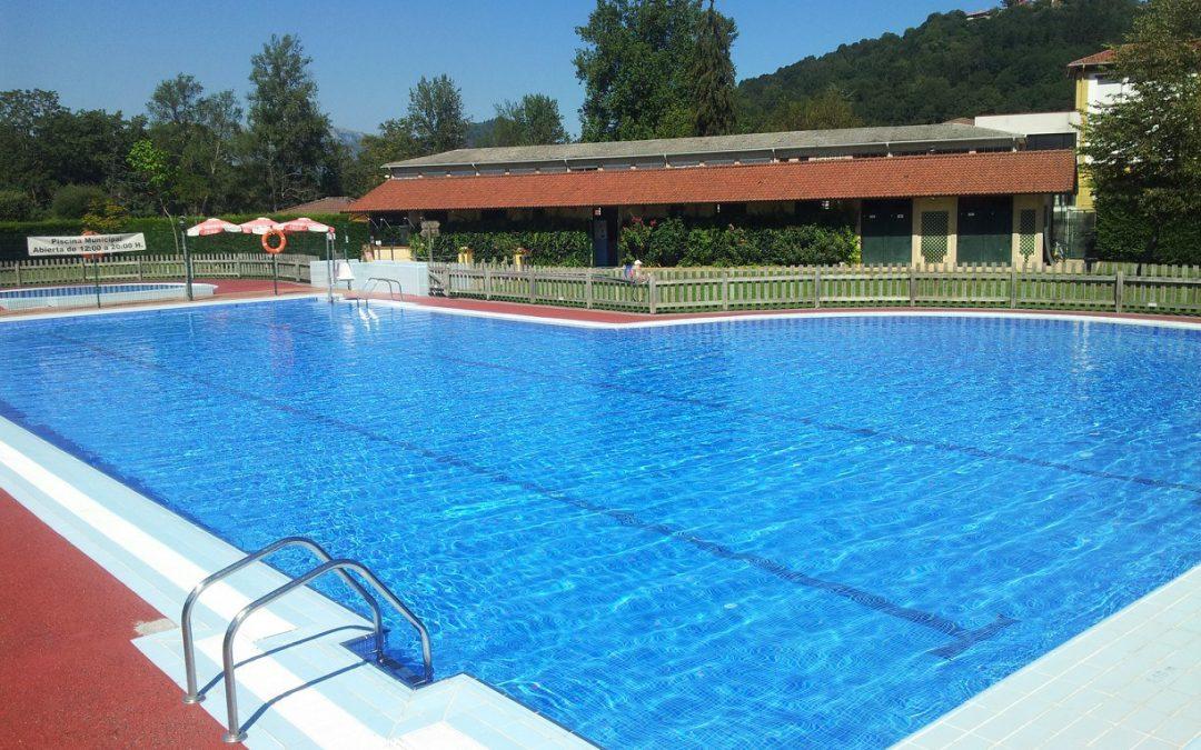 Cambridge Institute gestionará este verano los cursos de natación de la piscina de Cangas de Onís