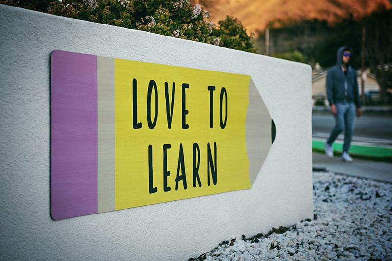 Iván Ruiz (profesor): «En la enseñanza de idiomas se debe seguir una metodología eminentemente práctica»